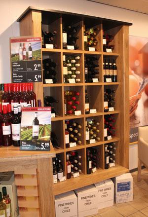 wijnkast eikenhout in winkel